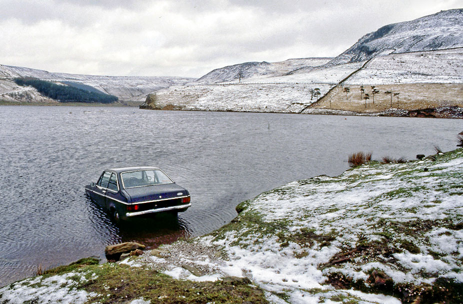 Car-in-Dovestone-reservoir