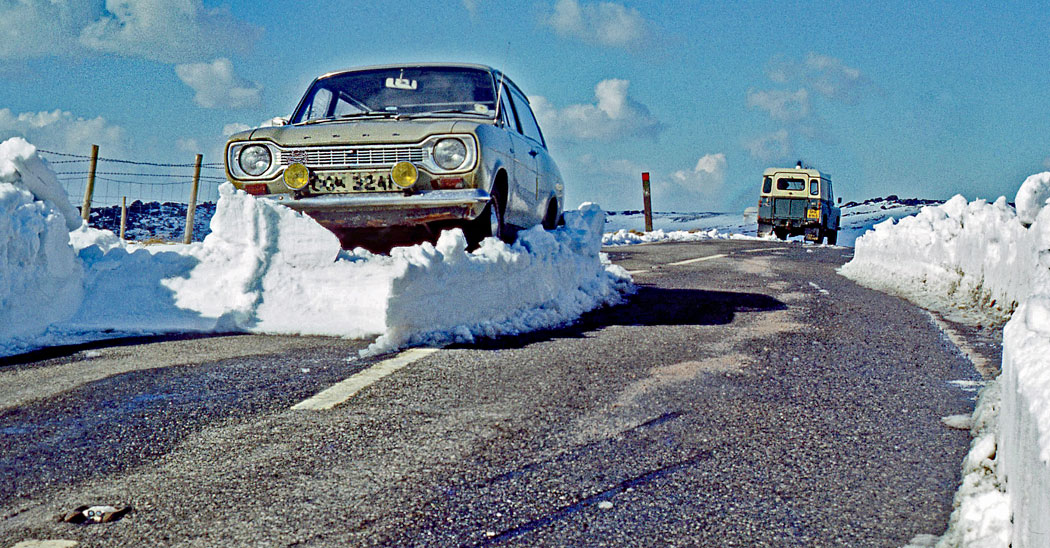 Car-on-snow-Wessenden-Head-Road