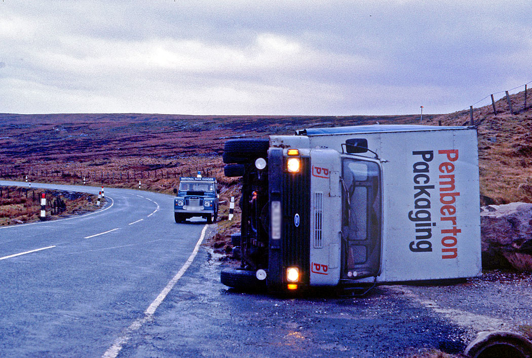 overturned-lorry-on-a635-wildcat