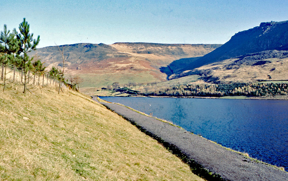 New-path-alongside-Dovestone-Reservoir
